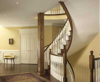 Warm colour tones of foyer create a welcoming and dramatic impression